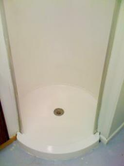 Milwaukee Bathtub, sink and tile refinishing and repair.